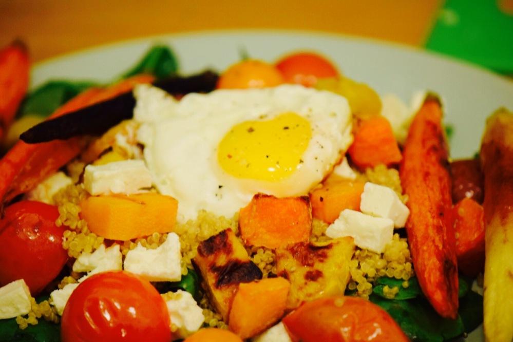 rainbow-quinoa-salad-with-egg