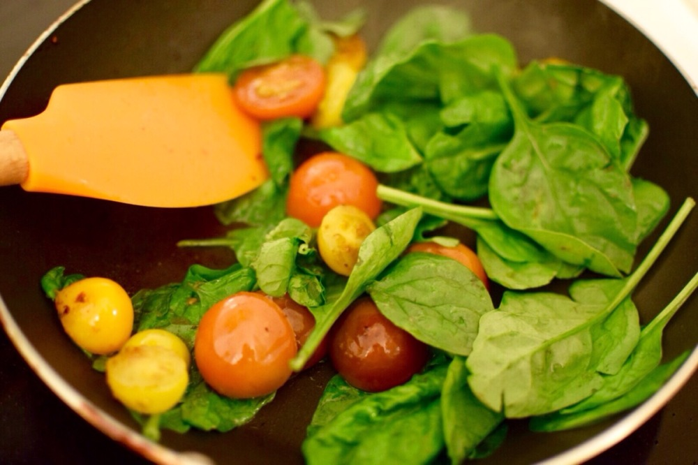 satueed-spinach-and-tomatoes
